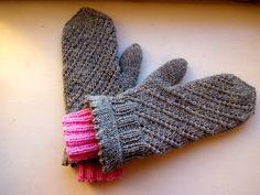 Tanssivat kädet -blogi neuloi Novitan Lapaslehden ohjetta soveltaen kaksikerroksiset lapaset Novita 7 Veljestä -langasta.