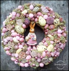How to Make an Easter Wreath Easter Projects, Easter Crafts, Easter Wreaths, Christmas Wreaths, Why We Celebrate Easter, Easter Party, Diy Wreath, Holidays And Events, Easter Eggs