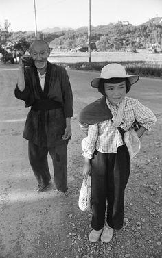 1956年、おじいちゃんと一緒。