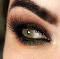 Beautiful to make your eyes pop!!!! Love the touch of green!!!