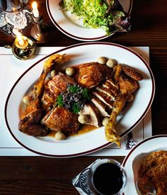 Restaurant Hubert's recipe for chicken fricassée is juicy and tender, while the mushrooms have a earthy and rich taste from the confit. Duck Recipes, Roast Recipes, Chef Recipes, Chicken Recipes, Rabbit Recipes, Christmas Roast, Christmas Ham, Chicken Fricassee, Sauce For Chicken