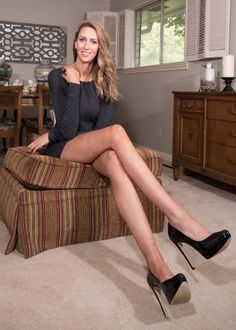Meet the woman with the longest legs in the US - http://www.thelivefeeds.com/meet-the-woman-with-the-longest-legs-in-the-us/