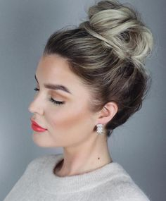 20 Quick and Easy Work Appropriate Hairstyles, Frisuren, High Messy Bun. Easy Work Hairstyles, High Bun Hairstyles, Bun Hairstyles For Long Hair, Wedding Hairstyles, Easy Work Updos, Updo Hairstyle, Messy Bun Wedding, Messy High Bun, Cute Messy Buns