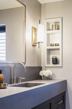 Klassisk moderne familiebolig – B&B Studio interiørarkitekter / bandbstudio.no / Nina Bjørland og Ane Bernthon Bathroom Medicine Cabinet, Studios, Modern