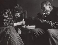 fotografia, datovanie: 1964 - 1965, rozmer: výška 22.8 cm, šírka 29.3 cm Heart Of Europe, Folk Art, Documentaries, Nostalgia, Beautiful Women, Couple Photos, Photography, Image, Country