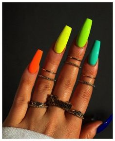 Semi-permanent varnish, false nails, patches: which manicure to choose? - My Nails Aycrlic Nails, Neon Nails, Coffin Nails, Manicures, Rainbow Nails, Bright Nails Neon, Neon Nail Colors, Summery Nails, Neon Yellow Nails