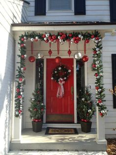 CHRISTMAS FRONT PORCH DECORATIONS !