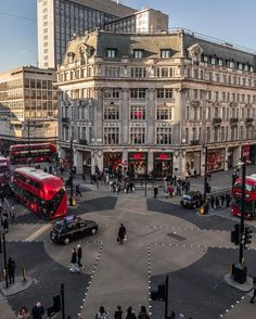 Oxford Circus London - Savannah Wills - Travel England Ireland, England And Scotland, England Uk, City Of London, London Pubs, Beautiful London, Beautiful Places, Kingdom Of Great Britain, Photos Voyages