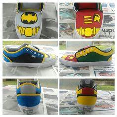 DIY Batman and Robin shoes - Batman Clothing - Ideas of Batman Clothing - DIY Batman and Robin shoes Batman Shoes, Batman Outfits, I Am Batman, Batman Stuff, Hero Crafts, Superhero Classroom, Homemade Christmas Gifts, Painted Shoes, Cool Things To Make