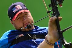 US Matt Stutzman --who has not arms--  competes during the archery qualifying at the Sambodrome during the Rio 2016 Paralympic Games  in Rio de Janeiro, Brazil on september 14, 2016. / AFP / CHRISTOPHE SIMON