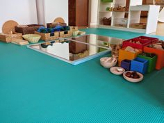 One of the most beautiful play arrangements I've ever seen - loose parts (Regio Emilia approach) - the space is so inviting, peaceful and full of inspiration...for kids.