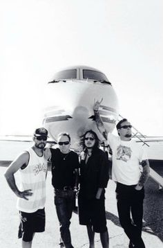 My two favorite things, Planes and Metallica!!!