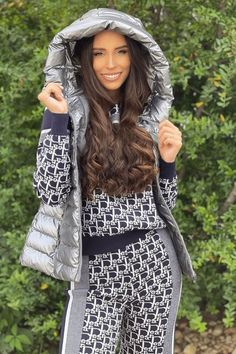 Jersey print suit and silver hooded vest New Trends, Latest Fashion Trends, Casual Outfits, Fashion Outfits, Fashionable Outfits, Hooded Vest, Hoods, Suits, Clothes For Women