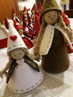 A ME PIACE COSI': Gnomette e gnomi in arrivo Diy Christmas Angel Ornaments, Xmas Elf, Handmade Christmas Decorations, Handmade Ornaments, Felt Ornaments, Christmas Angels, Christmas Sewing, Felt Christmas, Simple Christmas