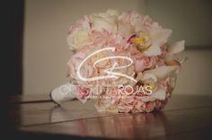 Hermoso ramo elaborado en rosas y orquideas Design: Cristina Rojas C Wedding Planner: Cristina Rojas c #cristinarojas #weddingday #bodas #novios #amor #sueños #flores #design #weddingdesigner #haciendas #CRWedding #decoración #ambientacion #events #bodas #colombia #destinos #cristina+personal #produccion #musica #fotografia #exclusividad #maspersonal # Cristina Rojas + Personal https://www.instagram.com/cristinarojasevents/