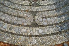 Jeffrey Bale's World of Gardens: The Halls Hill Labyrinth, The 6th Circuit, The rings of Saturn   Pebble Mosaic