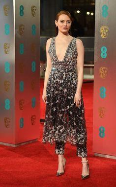Emma Stone Found the Most Stylish, Clever Way to Handle the Freezing Cold BAFTAs — Vanity Fair Emma Stone Style, Actress Emma Stone, Non Plus Ultra, Fashion Show, Fashion Looks, British Academy Film Awards, Red Carpet Looks, Red Carpet Dresses, Red Carpet Fashion