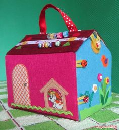 Handbag-house made of felt  / Life Design