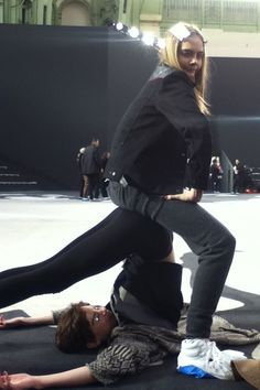 Funny moment during Chanel's rehearsal