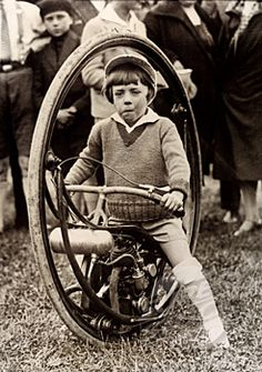 It's funny how the monowheel is always bantered about the internet as this steampunk holy grail… and this wee laddy probably got tired of his.