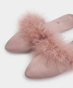 Knit Marabu fluffy slippers - Slippers Spring Summer 2017 trends in women fashion at Oysho online. Find lingerie, pyjamas, slippers, nighties, gowns, fluffy, maternity, sportswear, shoes, accessories, body shapers, beachwear and swimsuits & bikinis.