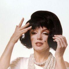 Marilyn Monroe con peluca morena, imitando a Jackie Kennedy (1962)