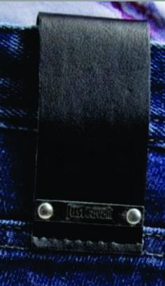 etiqueta de cintura para jean con aplique metalico.