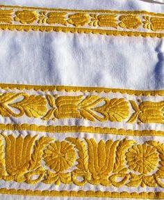 Czech & Slovac embroidery Výšivka z okolia Trnavy, Hlohovca a Piešťan Lace Design, Floral Design, Folk Embroidery, Folk Fashion, Folk Costume, Bobbin Lace, Knitting Ideas, Portuguese, Embellishments