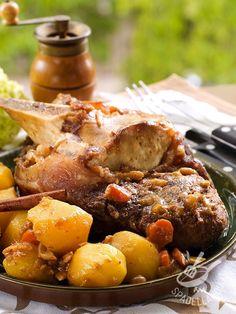 Il Bollito di manzo con patate e carote è un secondo piatto appetitoso e ricco della buona cucina, ideale per i pranzi tutti insieme in famiglia. Healthy Fats, Healthy Choices, Snack Recipes, Snacks, Extreme Diet, Vegetable Dishes, Fruits And Vegetables, Fett, Pot Roast