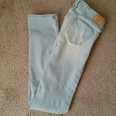 Light Hollister Jeans Like new, only worn a few times. Very cute on Hollister Jeans Skinny