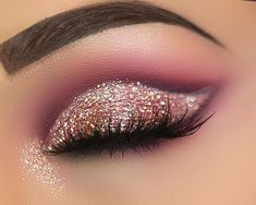 What a romantic eye ✨ @dr_hudasbeauty is giving us sparkle inspo in our #IconicLashes #valentinesdaymakeup #makeuplooks #motd #romantic #glittermakeup #crueltyfree