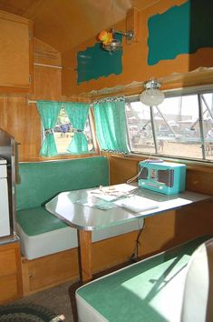 Original 1956 Shasta trailer dining area decorated in green and white Best Trailers, Vintage Campers Trailers, Retro Campers, Vintage Caravans, Camper Trailers, Happy Campers, Shasta Trailer, Shasta Camper, Camper Van