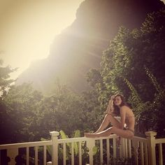 Her holiday snaps always look straight out of a catalogue. | 32 Reasons Why Phoebe Tonkin Is One Flawless Goddess
