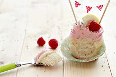 Amazing Lemon Cupcakes With Raspberry Buttercream Frosting