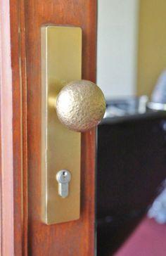 geschmiedeter Türgriff aus Bronze