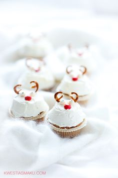 gingerbread cupcakes with cinnamOn and candied cherries