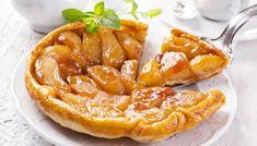 Bir Fransız klasiği olan Tarte Tatin, lezzetiyle büyülüyor! Yapımı zannedildiği kadar zor değilmiş Rustic Apple Tart, French Apple Tart, Gourmet Recipes, Sweet Recipes, Dessert Express, Fun Desserts, Dessert Recipes, Apple Tart Recipe, Masterchef