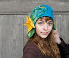 Unique felted cloche hat, retro style hat, turquoise and blue with yellow flower and green leaves. Felted Wool, Wool Felt, Wool Hats, Cloche Hat, Scarf Hat, Nuno Felting, Winter Accessories, Handmade Design, Silk Fabric