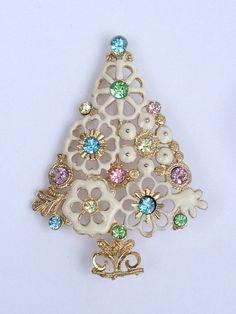 Pay it Forward, White Christmas #voguet by Karen Marlette on Etsy