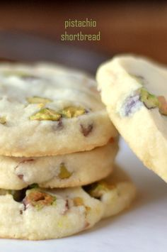 Pistachio Shortbread Cookies ~ a classic buttery shortbread slice and bake cookie loaded with fresh pistachios. These easy cookies melt in your mouth! Köstliche Desserts, Delicious Desserts, Dessert Recipes, Yummy Food, Yummy Cookies, Cookies Et Biscuits, Cream Cookies, Cake Cookies, Cupcakes