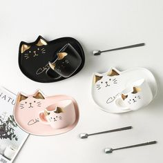 Treat yourself with this catty mug set and drink like a queen. This ceramics mug gives you the most elegant experience when drinking coffee or tea. Key features: A heart-melting gift for cat lovers capacity Size: Microwave safe Ceramic Tableware, Ceramic Cups, Ceramic Pottery, Kitchenware, Creative Coffee, Coffee Cup Set, Cat Cafe, Cute Kitchen, Kawaii Cat
