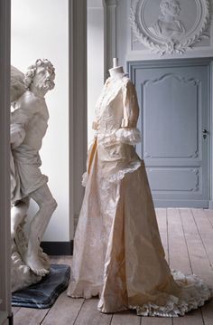 Isabelle De Borchgrave Paper dress-Robe Worth, 1881 inspired by French stylist Fredric Worth