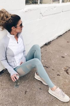 winter fashion trends 2018 - athleisure outfit with retro sneakers on pinterestingplans
