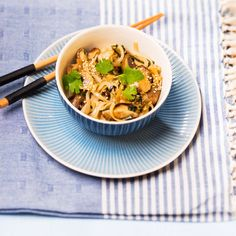 Reisnudelsalat (Foto: Mona Lorenz) Spaghetti, Mona, Pasta, Risotto, Ethnic Recipes, Rice Noodles, Pasta Meals, Cooking Recipes, Viajes