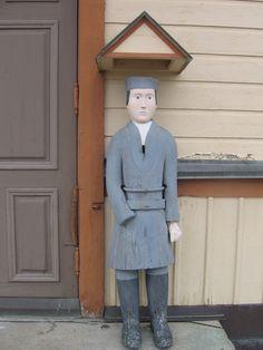Kannuksen kirkon vaivaisukko, jonka arvellaan olevan peräisin 1800-luvun alkupuolelta. Pituutta ukolla on 150 cm. Wooden Sculptures, Wooden Statues, Church Architecture, Finland, Normcore, Fashion, Moda, Fashion Styles, Fashion Illustrations