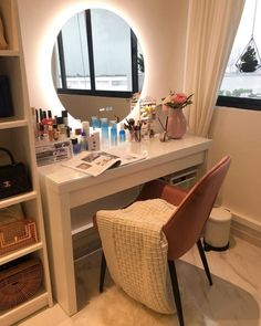 Clever Ways to Use Small Space for Dressing Table with mirror - Thehomehappy Small Dressing Table, Dressing Table Design, Dressing Table Mirror, Bedroom Dressing Table, Room Ideas Bedroom, Teen Room Decor, Small Room Bedroom, Bedroom Decor, Bedroom Designs