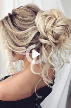 We have collected wedding ideas based on the wedding fashion week. Look through our gallery of wedding hairstyles 2020 to be in trend! #formalhairstyles #curlyhairstyles #shortsummerhairstyles Thin Hair Haircuts, Cool Haircuts, Cool Hairstyles, Bridesmaid Hair, Prom Hair, Medium Hair Styles, Curly Hair Styles, Summer Wedding Hairstyles, Pin On