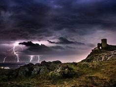 Pevnost Enisala v Rumunsku Mont Saint Michel, Palaces, Monet, Castles, Buildings, Saints, Clouds, Photography, Outdoor