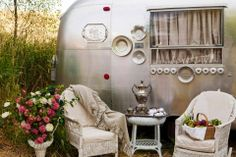 the Cutting Table: Mary Jane Butters: Glamping! Pictures of her Airstream with cast iron tub and treadle sewing machine! Airstream Interior, Vintage Airstream, Vintage Caravans, Vintage Travel Trailers, Airstream Remodel, Camper Renovation, Vintage Motorhome, Campervan Interior, Trailer Remodel