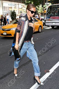 Nicole getting it right.. funky shoes, with funky boyfriend jeans! ROCK chic coolness!